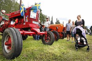 Veterantraktordagen lockar både barn och vuxna. Förutom de gamla traktorerna kommer även veteranbilar att ställas ut. Foto: Måna J Roos