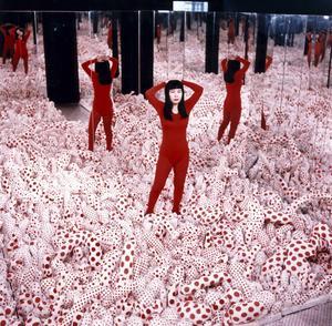 På en utställning i New York 1965 visade Kusama ett