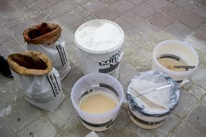 Pigment, kalk och vatten har provats ut i åtta varianter.