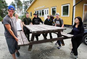 De här ungdomarna har arbetat med förberedelserna inför tävlingen. Fr.v. Joel Mattsson ,Mårten Rodhe, Manne Karlström, Atle Johnserud, Erik Karlsson, Jesper Halvarsson och Matilda Svedberg.