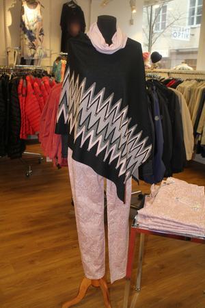 Rosa mingelbyxa och mingelponcho på Sigma Fashion (Köpmangatan).