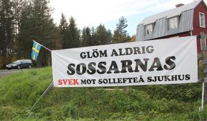 Den här banderollen pryder infarten till Sollefteå från Kramforshållet.
