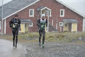 Nils Spetz, Ulricehamn och Peter Eriksson, Linköping ger sig ut på milbanan för ett träningspass i snöyran