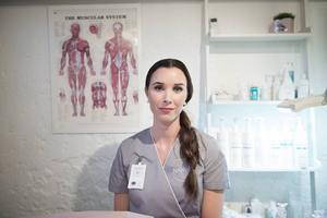 Malin Wiik, hudterapeut på egen skönhetssalong: