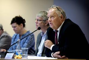 Sten-Ove Danielsson förklarar varför ärendet om handläggningstid för bygglov försvann vid  mötet med kommunstyrelsens arbetsutskott.