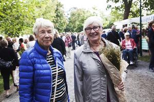 Karin Saltin och Birgitta Riise hade åkt till marknaden från Alnön.