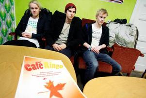 Alexander Pålstam, Sebastian Kruth och Rex Wagenius hoppas att kaféet ska överleva projekttiden för UF-företaget.Foto: Henrik Flygare