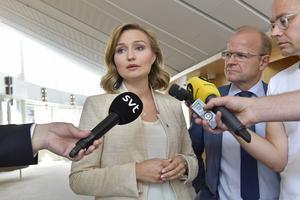 Kristdemokraternas partiledare Ebba Busch Thor meddelar att KD hoppar av samtalen med regeringen, Moderaterna och Centern om pengar till försvaret.
