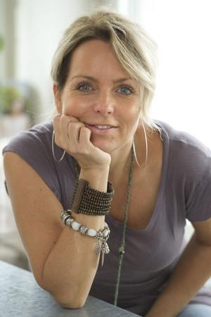 Tess Merkel laddar för en ny discoattack för Alcazar i Melodifestivalen.