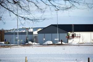 Redan i början av mars 2011 slog polis och skatterevisorer till mot grossistföretaget Med Food AB i Borlänge. Razzian ledde till att tre män nu står åtalade vid Falu tingsrätt för grova ekobrott.