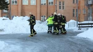 På tisdagsförmiddagen ryckte brandmännen ut till Risbroskolan.