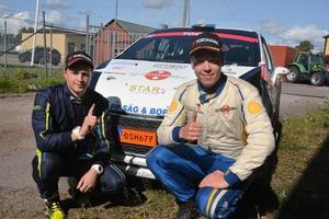 Jim Hjerpe och Elias Lundberg efter senaste segern.
