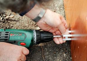 En skruvdragare är lika viktig som hammare och såg för byggaren