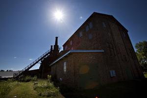 Forsbacka bruk är ett av Sveriges största industriminnen. Den nedslitna miljön är numera museum.