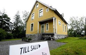 I Lantmäteriets lista över de senast genomförda fastighetsaffärerna i Dalarna märks tre villor i Falun som såldes för mellan 5,5 och 7,4 miljoner kronor. OBS: Bilden föreställer inte någon av villorna i fråga.