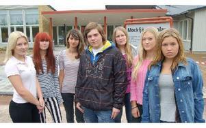 Antitobaksgruppens Ida Holm, Frida Öhrn, Serpil Cobal, Victor Blomkvist, Lina Bergström, Britta Liss och Ida Holm. Foto: Kent Olsson/DT