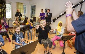 El Sistema-verksamheten på Ersängsskolan i Umeå fick besök av konprinsessparet 2014.