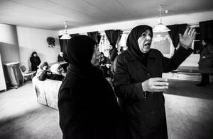 Nomat berättar om hur hon tvingades lämna sina två barnbarn under flykten. Foto: Susanne Kvarnlöf