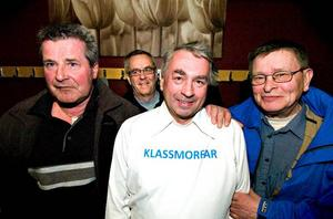 Populära i skolan. Lennart Andersson, Tomas Storm, och Kurt Risberg har varit med från start när klassmorfar-projektet drog i gång i Borlänge 2005. Börje Pettersson (i vit tröja) kom in senare och är nu säkrad åtminstone fram till februari 2008.
