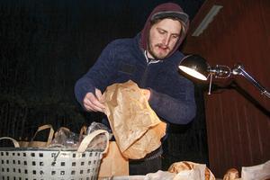Anders Öhlén från Surdegsinstitutet sålde flera olika sorters surdegsbröd, bland annat ett skogsbröd med ljung och blåbärsris.