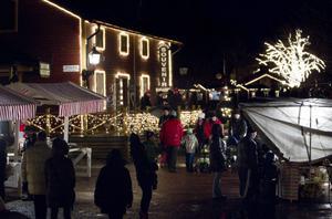 Snön lyste med sin frånvaro i det annars så julpyntade Furuvik i går.