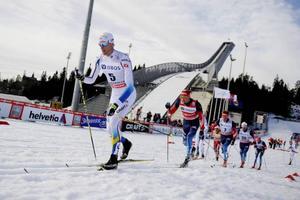 Daniel Richardsson sög musten ur sina motståndare i Holmenkollens femmil och blev historisk genom att vinna skidklassikern.