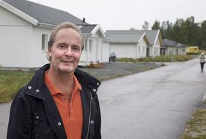 """Ketchupeffekt. Från 2009 till 2014 gick det sakta. """"Sedan såldes allt"""", säger Lars Edvardsson.$RETURN$$RETURN$Snart klart. Lars Edvardsson köpte området med byggklara tomter 2009. Det tog tid men nu är allt sålt eller bokat."""