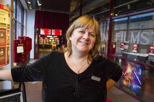 Elisabeth Eng-Åkerlund, chef för Filmstaden Sundsvall är glad när det är framgång för svensk film.
