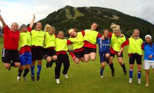 Damerna från Idre/Brändåsen tog hem en solklar seger i Sydsamecupen i fotboll i Funäsdalen. Foto: Privat