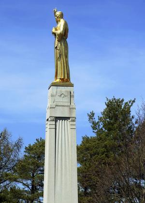 Staty av ängeln Moroni på den kulle där Joseph Smith träffade honom och mottog meddelanden från Gud.