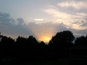 Hejsan jag tåg den här solnedgång bilder strax efetr klockan 21.30 från Flugsnappargatn på Råby.