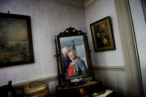 Känslan av 1800-tal är påtaglig i Inger och Rolf Rondahls fritidshus i Dalkarlsberg.