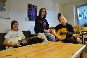 Simon Johansson, Jonathan Holmberg och Jack Lindqvist är delar av ett band som bildats under veckan.