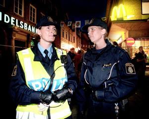 Polisinspektor Helene Svensson och polisassistent Mia Bill på Storsjöyran 1997.