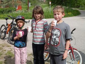 FOTO: LILLEMOR GRANBERGDe tre yngsta som cyklade Ålslingan heter Ida Öhman, 6 år, Elin Öhman, 9 år, och Jonathan Forsmark, 9 år.