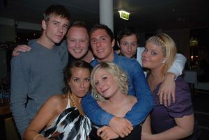 Blue Moon Bar. Kenneth, Emil, Jonas, Rafael, Evelina, Ellinore och Cecilia