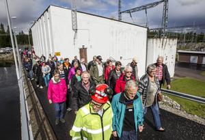 Ett drygt hundratal inbjudna gamla kraftverksarbetare besökte dammen i Rätan som de byggde för 50 år sedan.