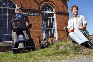 Eld och vatten. Stig Larsson och Britt Sund är två av Vattentornets eldsjälar.