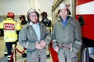 """NY BRANDSTATION. I april fick räddningstjänsten äntligen lämna gamla brandstationen och flytta in i nya lokaler. Veteranerna Bengt Skoglund och Ingvar Pettersson höll i invigningsbandet. """"Det är ett fantastiskt hus. Vi är stolta"""", sa räddningschefen Mats Renning."""