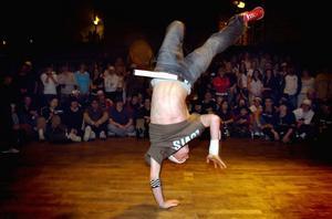 Imponerande enskilda prestationer  kunde för några år sedan  noteras på Cozmoz. Då arrangerades också en tävling i breakdans.