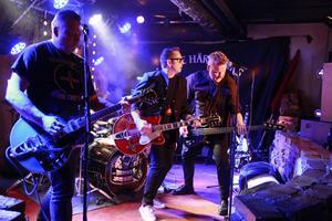 Bandet Desertörerna värmde upp publiken inför Mimikrys entré.