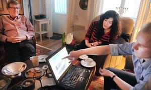 Peter Modd och flickvännen Tamila är hemma hos pappa Christer i Bollnäs. Christer besökte Peter i Kazakstan.
