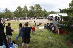 Det var en stor publik som samlades på Hedeberget för att se traktens bästa gräsklipparförare göra upp.