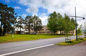 Försäkringskassans nationella center i Östersund är störst av de som byggts upp i landet. Men så var inte planen när ersättningsjobben kom efter nedläggningen av garnisonen.