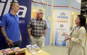 Samarbete. Alexander Hellqvist och Håkan Blomqvist, Barilla Filipstad samt rektor Annika Eriksson diskuterar vikten av samarbete mellan utbildare och näringsliv.