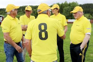 Tillbaka på Åsvallen börjar historierna att flöda. De flesta i det lag som skördade framgångar under 1960-talet hade spelat tillsammans ända sedan mitten av 1950-talet.