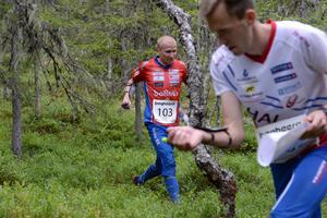 O-Ringen, etapp 5, Jerker Lysell jagar Magne Dähli vid andra kontrollen.