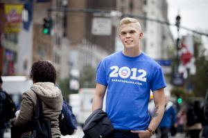 Emil Claesson åker från Miami till Chicago med Obamas valkampanj.