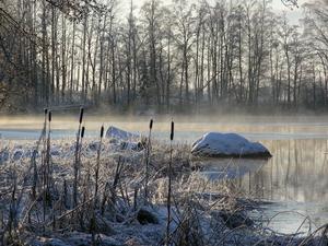 Soldis över Kolbäcksån i det kalla vädret