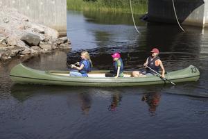 Paddling är en av aktiviteterna på Smörnäs vildmarksläger.